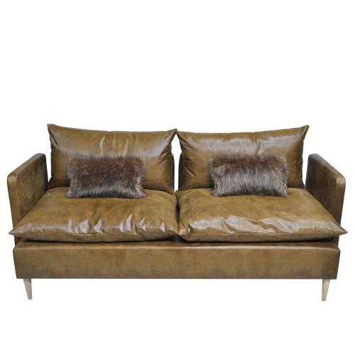 Wygodna sofa wypoczynkowa z miękkimi poduchami.