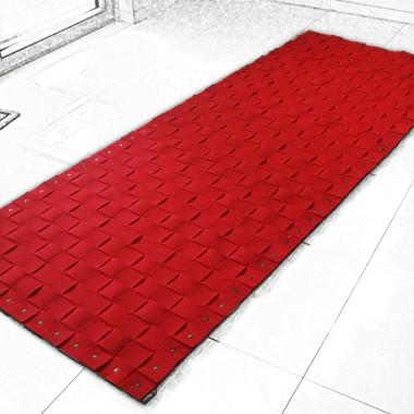na-podloge-czerwony plecionydywan