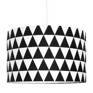 Duży abażur w czarne trójkąty.