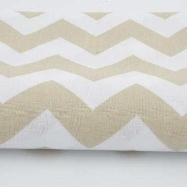 Zasłona bawełniana, składająca się z tkaniny w wybrany wzór oraz podszewki. Wzór chevron, zygzak beżowy.