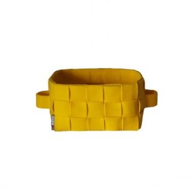 Pleciony koszyk z grubego filcu. Świetnie prezentuje się jako osłonka na doniczki z kwitami i ziołami. Idealny na drobiazgi, płyty i kosmetyki.