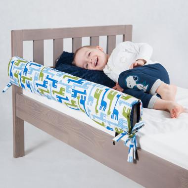 Dwustronny ochraniacz do łóżeczka uszyty z połączenia cudownego minky i wzorzystej bawełny.