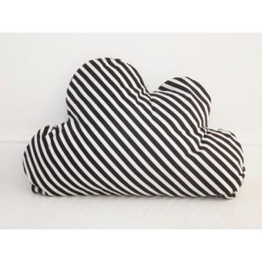 Poduszka w kształcie chmury w ukośne paski.