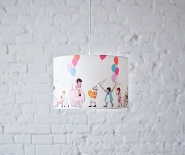 Oryginalna lampa wisząca/ żyrandol do pokoju dzieci z kolorowym abażurem.