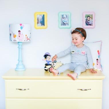 Kolorowa ramka na zdjęcia do pokoju dziecka.