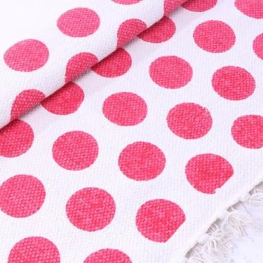 Dywan z kołami w kolorze różowo-białym. Z frędzlami.
