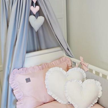 Śliczny, szary baldachim- dekoracja łóżeczka lub alternatywa dla tipi.