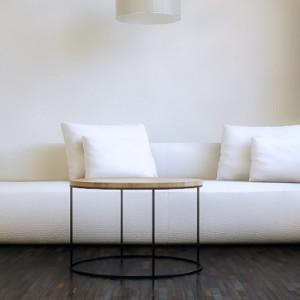 Okrągły stolik kawowy AMSTERDAM jest lekki i prosty w formie. Będzie pasować do większości nowoczesnych wnętrz- loft, industial, scandi..