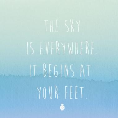 THE SKY IS EVERYWHERE - plakat typograficzny-odcienie niebiskiego.