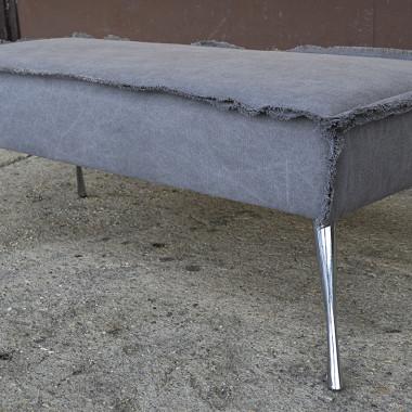 Oryginalna ławka tapicerowana w stylu loft z nowej kolekcji.