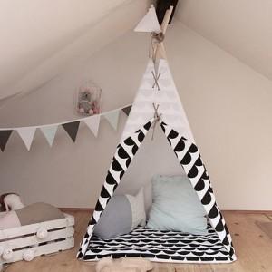 Namiot indiański Tipi biało czarny z dwustronną podłogą. Idealny do zabawy w domu, tarasie oraz w plenerze.