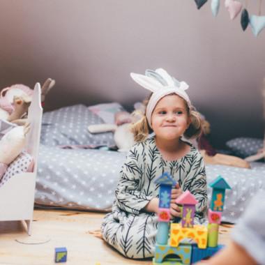 Pióropusz indiański na głowę dziecka to idealna zabawka, element dekoracyjny do sesji zdjęciowych, oraz na przyjęcia urodzinowe.
