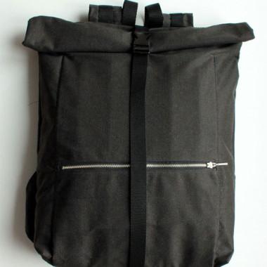 PLECAK CZARNY - porządny, modny plecak w miejskim stylu.