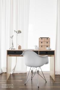 Czarne designerskie biurko z kolekcji kółko i krzyżyk-idealne do pokoju dziecka, nastolatka czy domowegou biura.