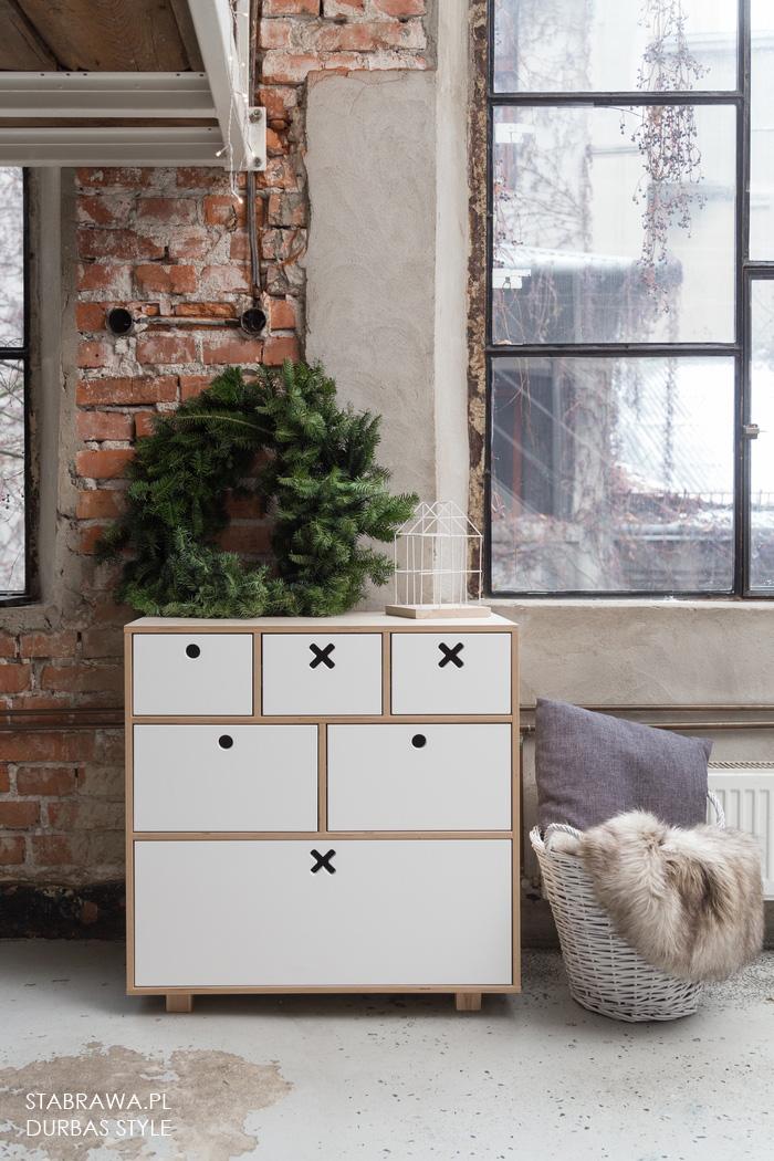 Bała designerska  nowoczesna   komoda  z naturalnego drena do pokoju dziecięcego lub sypialni z kolekcji kółko i krzyżyk