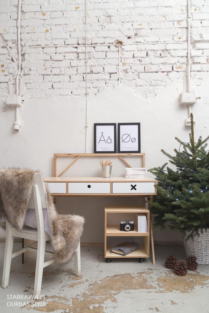 Białe drewniane nowoczesne biurko do pokoju dziecięcego, gabinetu. Nowoczesny design, Kolekcja kółko i krzyżyk