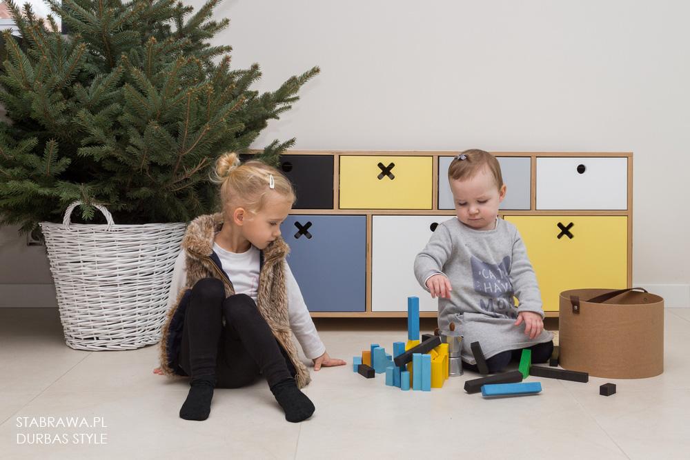 Kolorowa  nowoczesna komoda drewniana do pokoju dziecięcego
