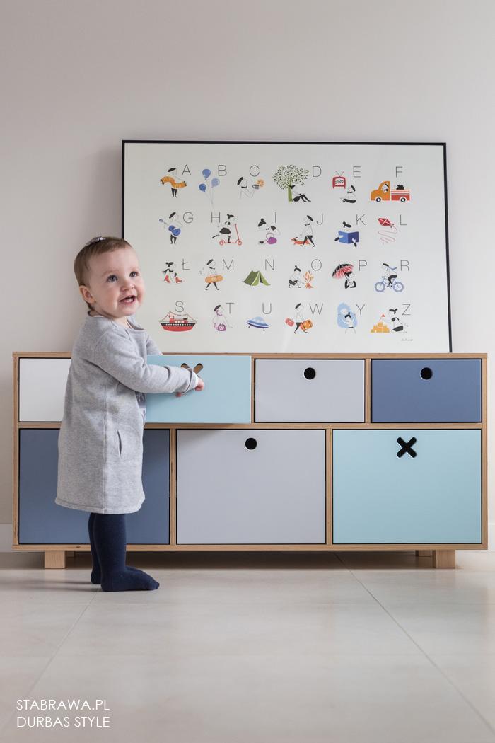 Kolorowa niebieska nowoczesna  komoda drewniana do pokoju dziecięcego