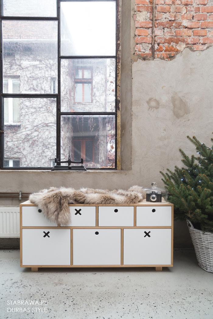 Bała  nowoczesna designerska komoda drewniana do pokoju dziecięcego z kolekcji kółko i krzyżyk
