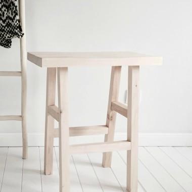 Stołek Belmam, to orginalna konstrukcja stworzona z naturalnego drewna.