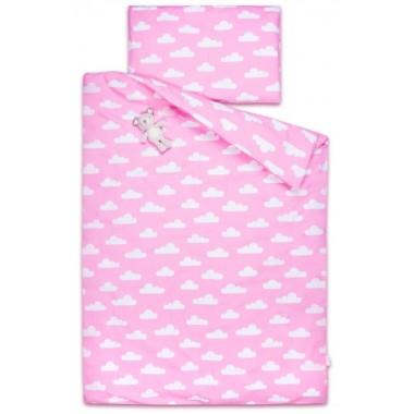 Piękna, dwustronna pościel w białe chmurki na różowym tle, wykonana ze 100% naturalnej certyfikowanej bawełny.