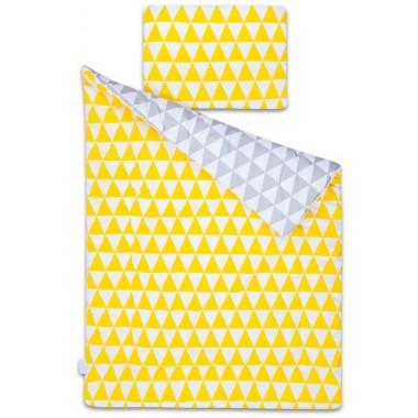 Urocza dwustronna pościel 2in1 w eleganckie trójkąty. Z jednej strony trójkąty żółto białe, z drugiej białe szare.