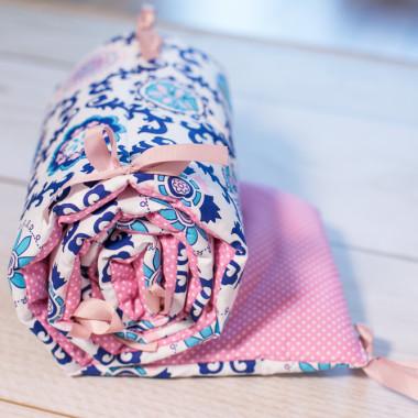 Ochraniacz do łóżeczka róż z ornamentem