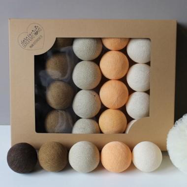 Zestaw lśniący po zmierzchu i kojący za dnia. Kolory w kompozycji to soft orange, shell, cream, beige i brown.