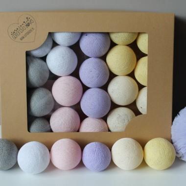 Pastelowe kule w kolorach lavender, light pink, vanilla, shell, white oraz stone.