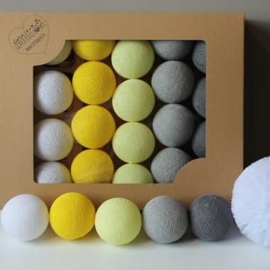 Bardzo modna i pasująca do minimalistycznego stylu kompozycja z yellow, soft yellow, white, mid grey oraz stone.