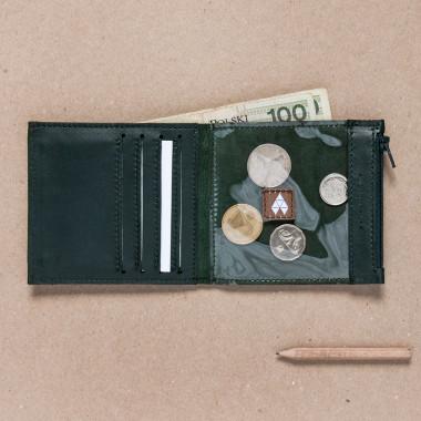 Mały, skórzany portfel- pomysł na prezent.
