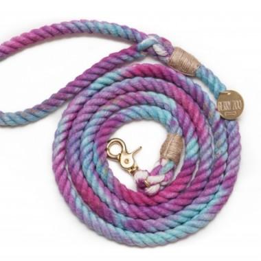 Miękka, lekka, miła w dotyku i elastyczna smycz wykonana jest w 100% z bawełny- kolorowa