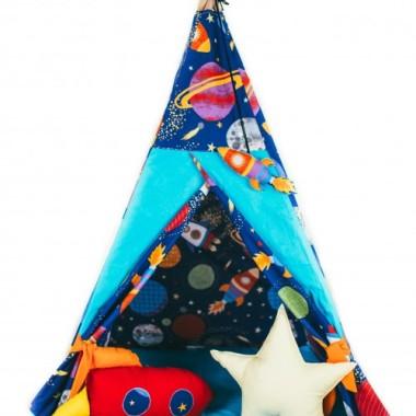Namiot kosmos i dwie rakiety