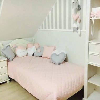 Różowa pikowana narzuta do pokoju dziecięcego bawełniana