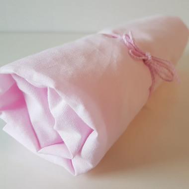 Prześcieradło z gumką do łóżecza dziecięcego w kolorze różowym