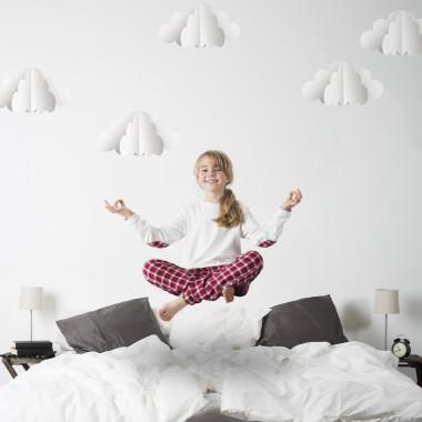 Delikatna, lekka dekoracja, która pasuje do pokoju niemowlaka ale też do sypialni nastolatki i sypialni rodziców.