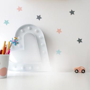 Delikatna dekoracja - miętowe, szare i łososiowe gwiazdki. Do sypialni, do pokoju dziecka.