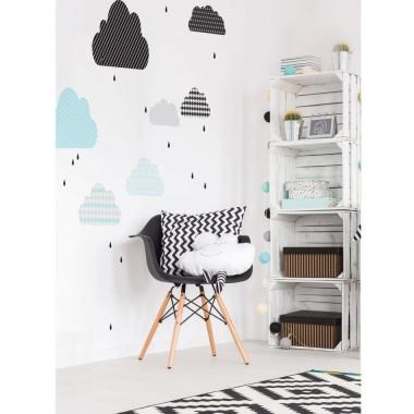 Lekka dekoracja w dobrym stylu. Pasuje do pokoju dziecka ale też do sypialni nastolatki a nawet gabinetu.