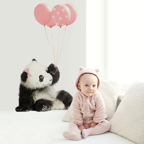Każde dziecko kocha puszystą pandę. Dekoracja do pokoju dziecka, ucznia, nastolatki.