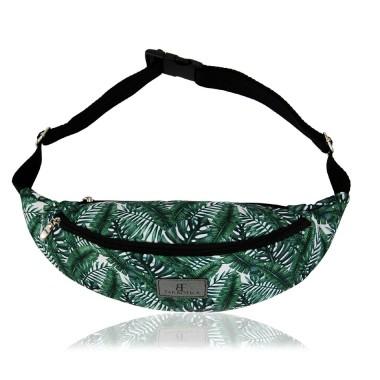 Saszetkę możesz nosić zarówno w talii, na biodrze jak i na ukos przez ramię.