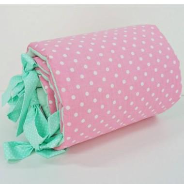 Delikatny, pikowany ochraniacz do łóżeczka. Śliczne połączenie różu z kolorem miętowym, idealne do pokoju dziecka.
