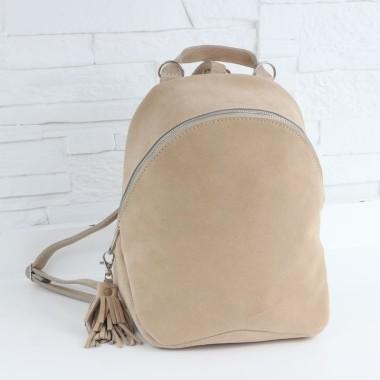 Plecak z doskonałej beżowej skóry, miękkiej i delikatnej w dotyku. Świetny design.
