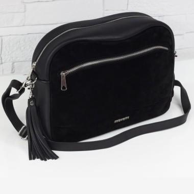 Zawsze modna czarna torebka. Minimalistyczny i jednocześnie elegancki design.