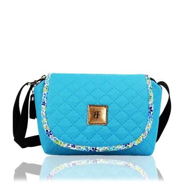 Modna torebka na ramię - idealna na wiosnę i lato.