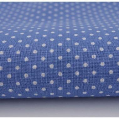 Niebieska zasłona w drobne kropeczki ze 100% bawełny. Powieś ją w sypialni lub pokoju dziecka.