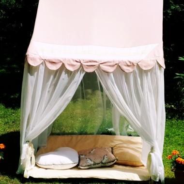 Lekki, przewiewny, bezpieczny domek-namiot dla małej księżniczki. Wspaniała zabawa w domu, na tarasie, w ogródku, w plenerze.