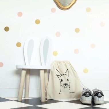 Bardzo modne niewielkie naklejki. Klasyczne zestawienie złotego i łososiowego koloru pasuje do nowoczesnej sypialni jak i pokoju dziecka.