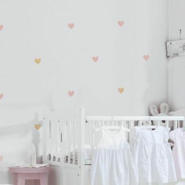 Delikatne, niewielkie naklejki są obecnie supermodne. Do ułożenia kompozycji na ścianie w pokoju dziecka. Można też ozdobić sypialnię.