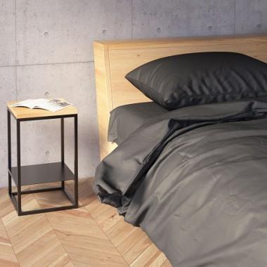 GOODNIGHT Z PÓŁKĄ  to komplet dwóch niewielkich stolików, które pełnić mogą funkcję zarówno pomocników, jak i stolików nocnych