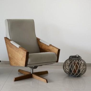 Designerska interpretacja fotela z połowy XX wieku. Fotel piękny i elegancki.